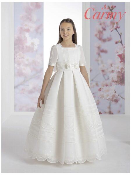vestido de comunión niña de estilo clásico de tablas en color blanco modelo 1300 de la firma Carmy