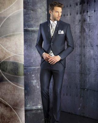 ‼️TRAJES DE NOVIO COLECCIÓN 2021‼️ 🧑🏼💼 Elegante traje de novio en tono azul, chaqueta forma semilevita con botones adornativos al filo de la misma, cuello italiano, precioso chaleco brocado en tonos beige claro con botones al centro combinado con un bonito corbatón liso combinado de un nudo en tejido compañero al chaleco y pantalón de pitillo juvenil. 📲PIDENOS CITA DESDE LA WEB O EN EL 669196299. #modapureza #enzoromano #trajesdenovio #novios2021 #semilevita #boda #ceremonia #style #fashion #model #moda #modauomo #shopping #tiendadenovios #españa #andalucia #jaen #jodar