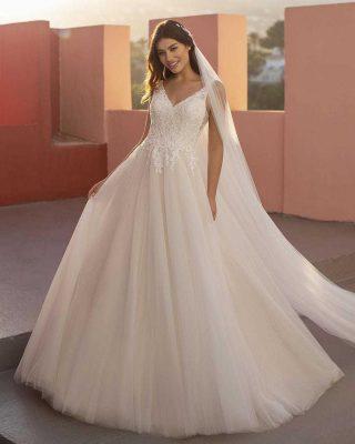 ‼️VESTIDO DE NOVIA 2021 WHITE ONE‼️ 👰♀️ Este vestido de estilo princesa es el sueño de todas las niñas; se compone de una abundante falda de salón de baile en capas de tul, y de un cuerpo de encaje con seductoras inserciones de efecto segunda piel. 📲PIDE TU CITA EN EL 669196299 O EN LA WEB www.modapureza.com #modapureza #yomevistoenpureza #novias #novia #wedding #vestidosdenovia #whiteonebridal #princesa #glamour #corteprincesa #elegante #noviasespectaculares #modanupcial #españa #andalucia #jaen #jodar