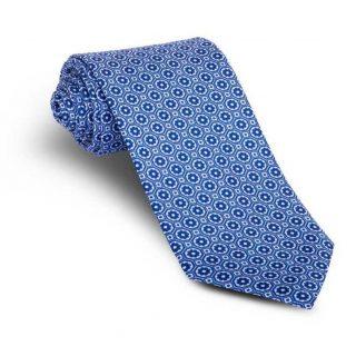‼️CORBATA SEDA NATURAL‼️ Corbata 100% seda natural estampada con fondo azul y dibujos corbateros en colores azul y blanco formando mosaicos o medallones pequeños. Esta corbata pertenece al grupo de las siete corbatas imprescindibles en el armario del hombre. #ModaPureza #YoMeVistoEnPureza #Corbatas #Fiesta #Corbata #ModaUomo #Complementos #Fashion #Style #Moda #Shopping #España #Andalucia #Jaen #jodar