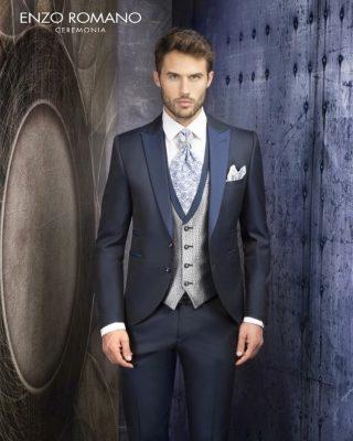 ‼️COLECCIÓN NOVIO 20021‼️ 🧑🏼💼 Sencillo y elegante traje de novio en chaqueta semilevita tipo clásica con doble botón de cierre, bolsillo cenicero, bolsillo pañuelo y cuello solapa en contraste en tonos azules, chaleco de botonadura al centro con solapa al filo en color liso haciendo juego con la chaqueta, corbatón italiano en contraste de color junto con el pañuelo y pantalón ajustado slim fit. 📲PIDE TU CITA EN EL 669196299 O DESDE LA WEB www.modapureza.com TE ESPERAMOS! #modapureza #yomevistoenpureza #novios #novio #wedding #trajesdenovio #semilevita #ModaUomo #ModaHombre #ConEstilo #Glamour #Exclusivo #NoviosElegantes #Moda #españa #andalucia #jaen #jodar