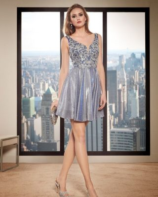‼️NOVEDADES EN VESTIDOS DE FIESTA‼️ 👗Vestido corto de fiesta en tejido tornasol en color azulado con reflejos en malva, falda de vuelo y un exuberante cuerpo en tul bordado plata de escote tirante. #modapureza #yomevistoenpureza #fiesta #moda #vistetedepureza #vestidosdefiesta #wedding #bodas #boda #exclusivo #sexy #juvenil #model #fashion #style #fashionstyle #shopping #españa #andalucia #jaen #jodar