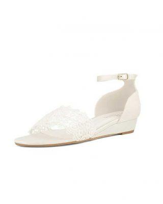 ‼️SANDALIA CON CUÑA PARA NOVIA‼️ – Sandalias de novia en encaje y raso con correa de tobillo ajustable – Tacón de 2,5 cm – Forro interior de espuma suave para el máximo confort. – Diseñado y fabricado en Europa. #ModaPureza #YoMeVistoEnPureza #Shoes #Novia #Novias #ShoesAvalia #ZapatosDeNovia #SandaliasNovia #ParaDespuesDelBaile #Wesding #Bodas #Boda #Fashion #Style #Model #Moda #Shopping #España #Andalucia #Jaen #jodar