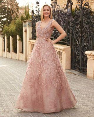 ‼️EXCLUSIVO VESTIDO LARGO DE FIESTA‼️ 👗 Espectacular Vestido de Fiesta en corte princesa, confeccionado en tul bordado en rebrodé al tono, escote tirante, cuerpo con detalles de pedrería svarowski y plumeas salteadas en la parte de la falda al tono del vestido. 📣DISPONIBLE EN TIENDA EN VERDE MENTA #modapureza #vistetedepureza #fiesta #wedding #yomevistoenpureza #shopping #vestidosdefiesta #exclusivo #pedreria #elegante #vestidosunicos #glamour #fashion #fashionstyle #style #moda #model #españa #andalucia #jajen #jodar
