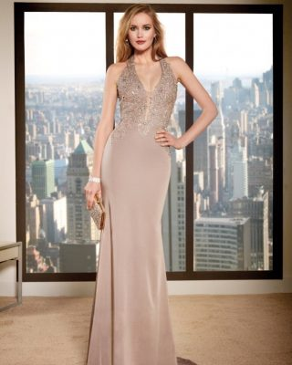 ‼️NUEVO VESTIDO LARGO DE FIESTA‼️ 👗 Vestido largo de fiesta con cuerpo de pedrería, escote tirante tipo halter y falda larga. #ModaPureza #YoMeVistoEnPureza #Fiesta #Bodas #Boda #Wedding #VestidosDeFiesta #Exclusivo #Glamour #Elegante #RaffaelloFiesta #Asimetrico #Fashion #Style #FashionStyle #ModaFiesta #Moda #Model #Moderno #España #Andalucia #Jaen #jodar