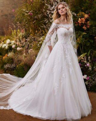‼️NUEVA COLECCIÓN NOVIA 2022 LA SPOSA‼️ 👰♀️ Vestido de novia en tul bordado, corte princesa, manga francesa, escote envolvente con efecto bolero y espalda media de encaje.📱PIDE CITA EN NUESTRA WEB O EN EL 669196299#modapureza #yomevistoenpureza #bodas #coleccion2022 #novias2022 #nuevacoleccion #wedding #fashion #style #model #moda #nupcial #españa #Andalucia #jaen #jodar