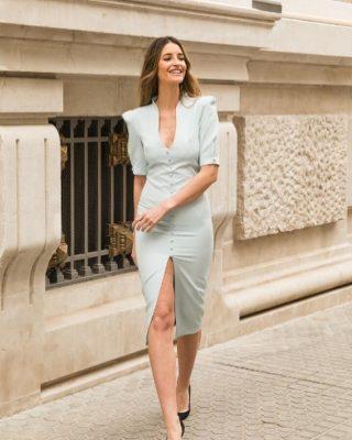 ‼️NUEVO VESTIDO FIESTA MODELO CARLA‼️ 👗 Elegante vestido corto de fiesta con botones delanteros y raja y un precioso escote con cuello chimenea acompañado de una preciosa manga francesa. #modapureza #yomevistoenpureza #vestidoscortos #vestidosdefiesta #vestidosjuveniles #elegantes #conestilo #bodas #comuniones #eventos #fiesta #nuevacoleccion #fashion #style #model #moda #shopping #españa #Andalucia #jaen #jodar