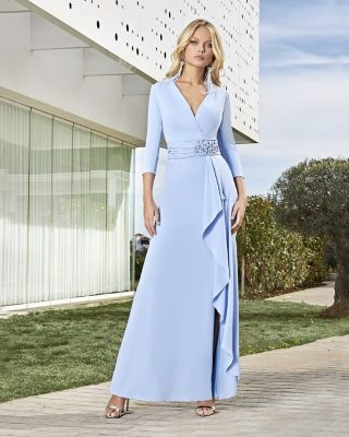 ‼️VESTIDO LARGO DE FIESTA‼️ 👗 Vestido largo de fiesta en tejido creppe, escote de pico cruzado, manga francesa, fajín y cascada delantera en la parte delantera de la falda, ideal para Madres de Novia o Madrinas.#ModaPureza #YoMeVistoEnPureza #Fiesta #Bodas #Boda #Wedding #VestidosDeFiesta #Exclusivo #Glamour #Elegante #SoniaPena #Asimetrico #Fashion #Style #FashionStyle #ModaFiesta #Moda #Model #Moderno #España #Andalucia #Jaen #jodar