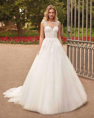 ‼️NUEVO VESTIDO DE NOVIA EN PUREZA‼️ 👗 Este precioso vestido de novia es la envidia de todas las niñas con un cuerpo en tul bordado de efecto tatto, espalda completa en efecto tatto y abotonada y una abundante falda de capas de tul que hacen sea un vestido de gran dimensión y muy llamativo. 📣SOLO LO ENCONTRARÁS EN NUESTRA BOUTIQUE DE JÓDAR. #modapureza #vistetedepureza #vestidosdenovia #yomevistoenpureza #novias #novia #wedding #bodas #boda #vestidoprincesa #mikado #fashion #style #fashionstyle #model #modanupcial #moda #shopping #trajesdenovia #nuevacoleccion #españa #andalucia #jaen #jodar